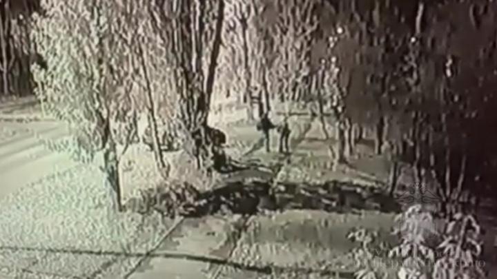 Пьяный пермяк пнул школьника в лицо и украл самокат. Видео
