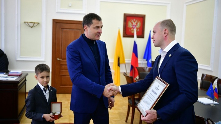 Бизнесмена, спасшего из огня ребенка, наградил мэр Ярославля