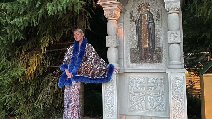 Анастасия Волочкова посетила закрытое Дивеево и призвала к совести Глеба Никитина