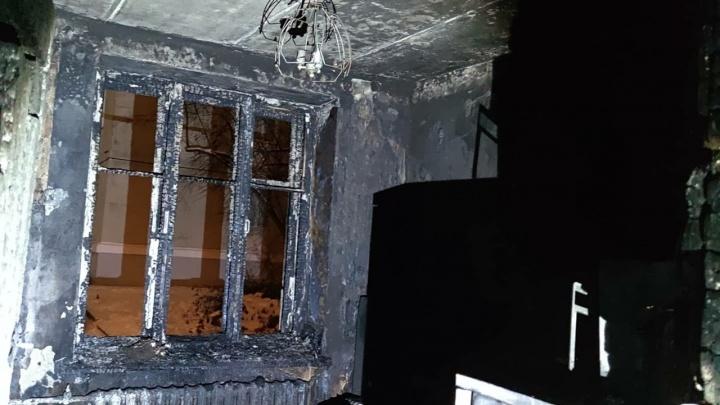 В ночном пожаре в Железногорске погибла 29-летняя девушка
