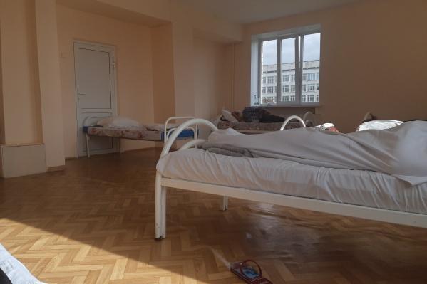 """Так выглядят палаты в челябинской ГКБ <nobr class=""""_"""">№ 2</nobr>, где лечатся пациенты с ковидными пневмониями"""