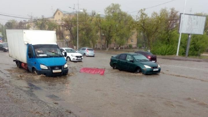 В Волгограде после дождя перестали ходить трамваи