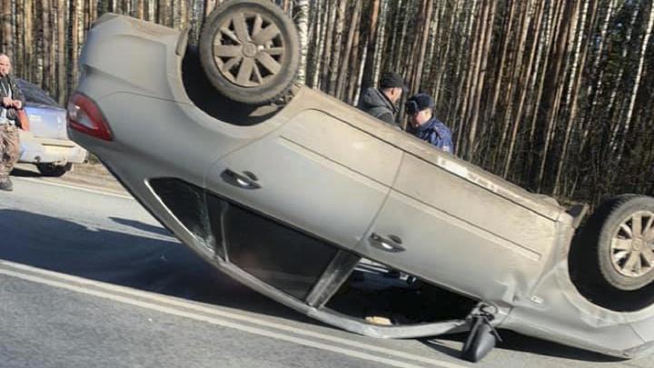 В Ярославле от удара «Рено» перевернулась «Лада Гранта»