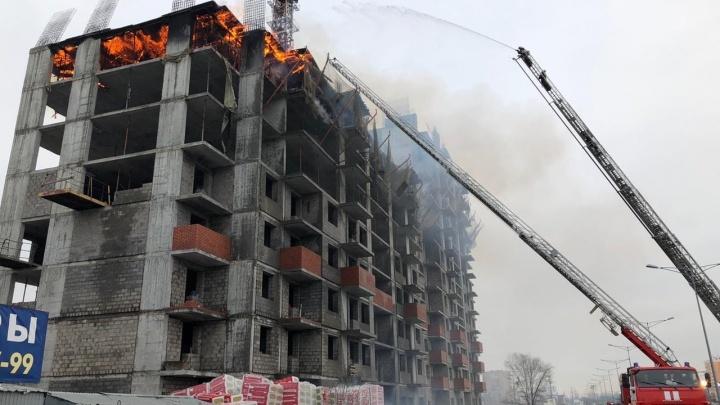 На Московском шоссе горел недостроенный дом