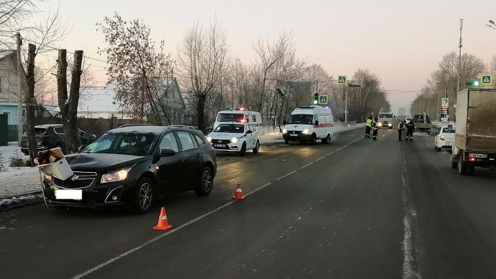 Перебегал дорогу на красный: в Нижнем Тагиле Chevrolet насмерть сбила 58-летнего пешехода