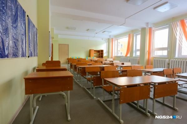 Пока школы стоят полупустыми — в крае введен дистант