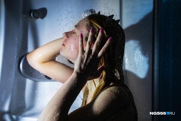 А вы готовы потратиться на водонагреватель или согласны две недели греть воду на плите?