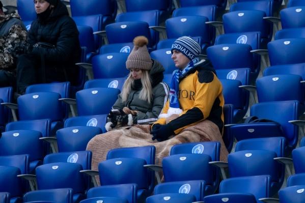 Болельщики на стадионе были без масок и не соблюдали социальную дистанцию