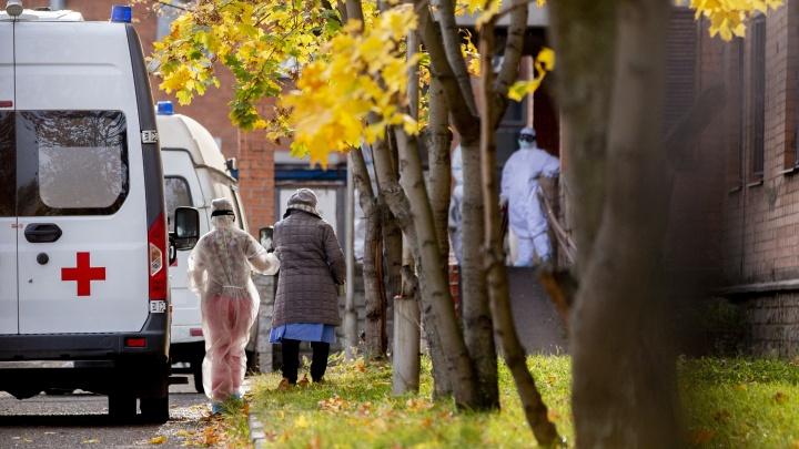 Несколько скорых за час: что происходит у главного COVID-госпиталя в Ярославле