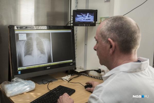Всем заболевшим пневмонией кузбассовцам с марта 2020-го проводят обследование на коронавирус