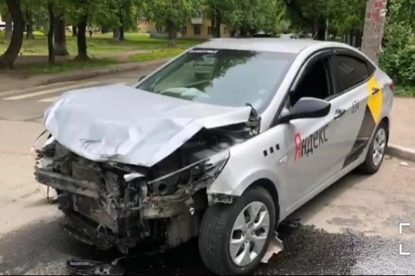 Машины серьезно пострадали