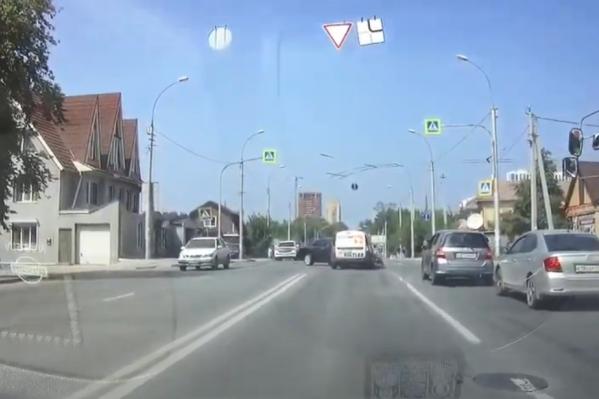 Столкновение на аварийном перекрестке