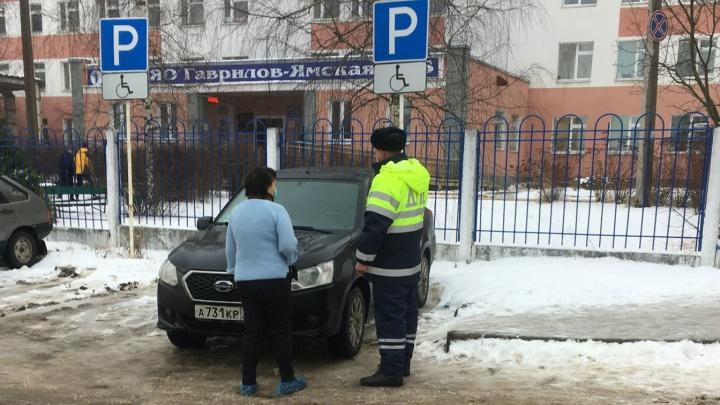 Грозят штрафы и аресты: в Ярославской области гаишники начали облавы на автомобилистов-нарушителей
