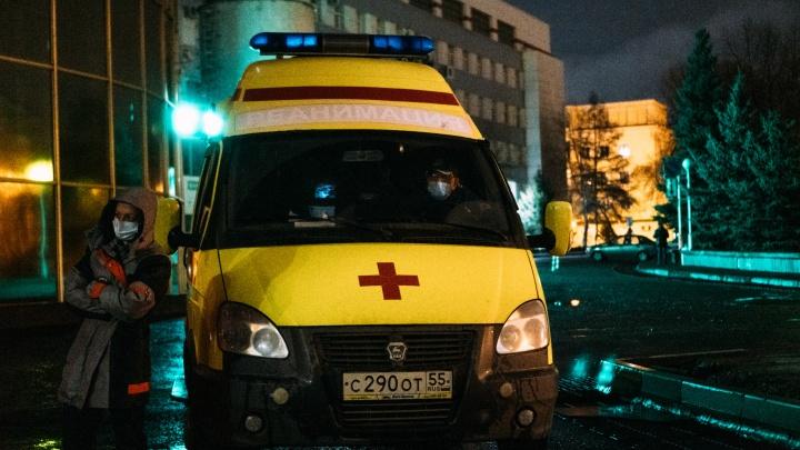 От протеста врачей до возвращения губернатора: хроника инцидента с омскими сотрудниками скорой
