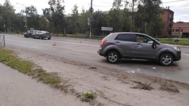 В Северодвинске водитель иномарки устроил ДТП с участием трех машин, выехав на встречку