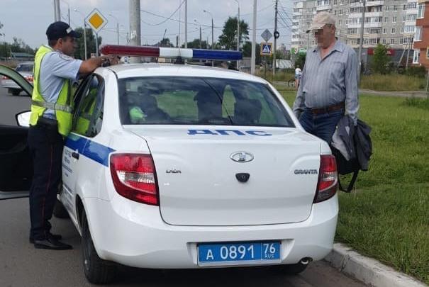 В Ярославле легковушка сбила 70-летнего велосипедиста. В каком он состоянии