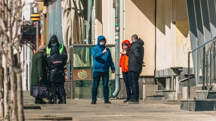Отправились на прогулку по Бердску: суд назначил наказание двум мужчинам, которые вышли из дома