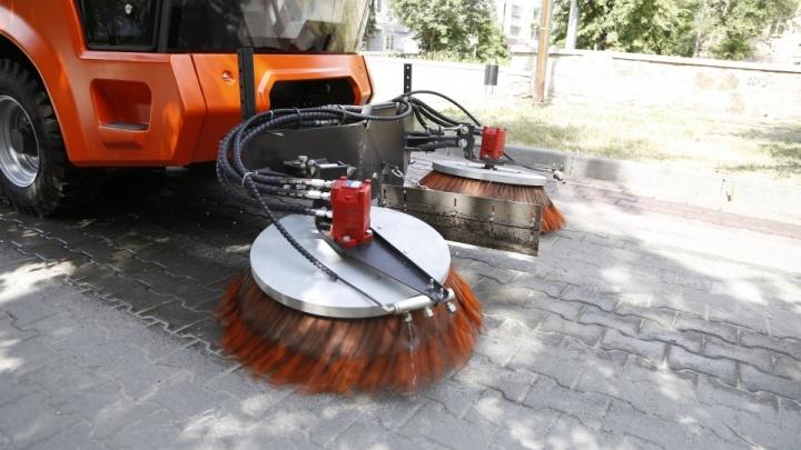 Улицы Челябинска вымоют с шампунем, субботники начнут на неделю раньше