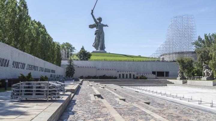 «Ждем Безрукова и Пореченкова»: что известно о концерте на Мамаевом кургане в день парада Победы