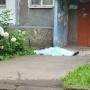 Тело нашли соседи: в Брагино из окна пятиэтажки выпал мужчина