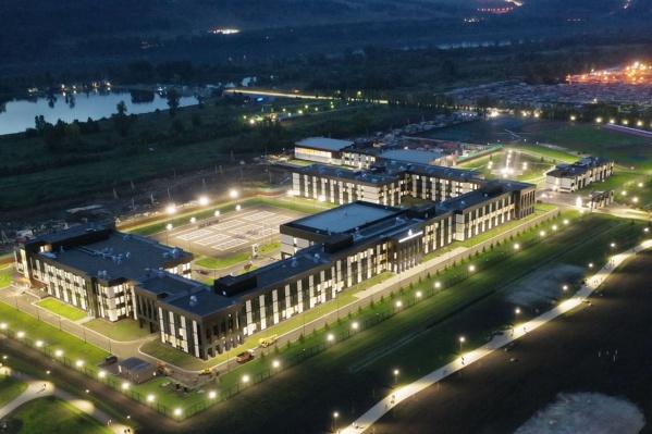 Так выглядит кадетский корпус в Кемерово, открытый в этом году. В Омске будет построен по такому же проекту
