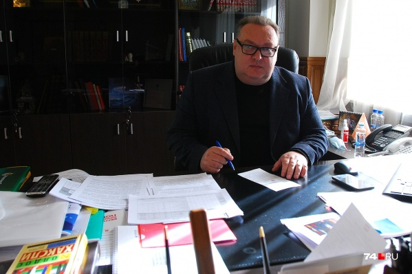 Вице-губернатор Челябинской области Сергей Сушков с 2017 года курирует в числе прочего экологическую повестку, представляя администрацию на переговорах с промышленниками