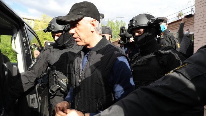 Пока Быков сидел под арестом, с его счёта украли больше миллиона рублей