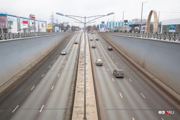 «По логике машины на этом участке Московского шоссе должны ездить только по двум полосам»