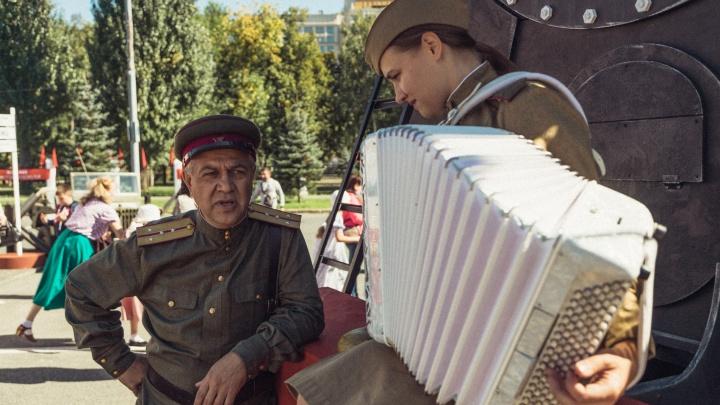 Поют и наматывают портянки: в Самаре открылась выставка ко Дню окончания Второй мировой войны