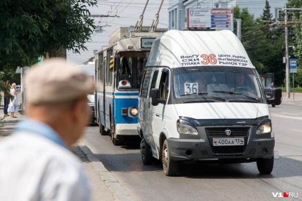 По мнению Ольги Зубаревой, ни водители, ни их пассажиры не надевают масок