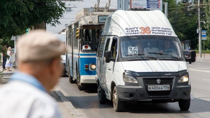 «Затаптывают штрафами и запретами»: волгоградским маршрутчикам пригрозили новыми ограничениями