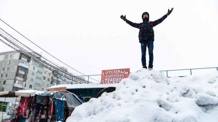 Замело: фоторепортаж о том, как Омск накрыло снегопадом
