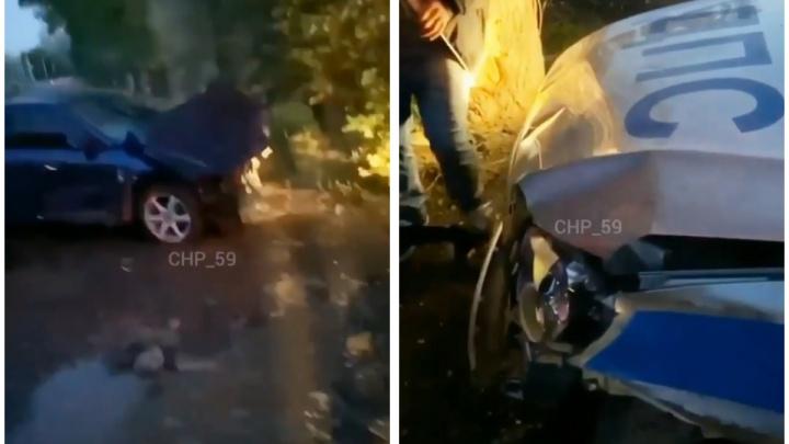 На дороге в Перми столкнулись Mazda и патрульный автомобиль ДПС: иномарка пыталась уйти от погони