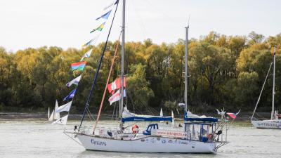 По пути Беллинсгаузена: фоторепортаж с торжественной встречи яхты «Сибирь»
