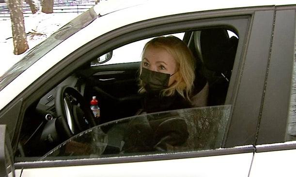 Вице-губернатор Челябинской области Ирина Гехт поработала таксистом для медиков