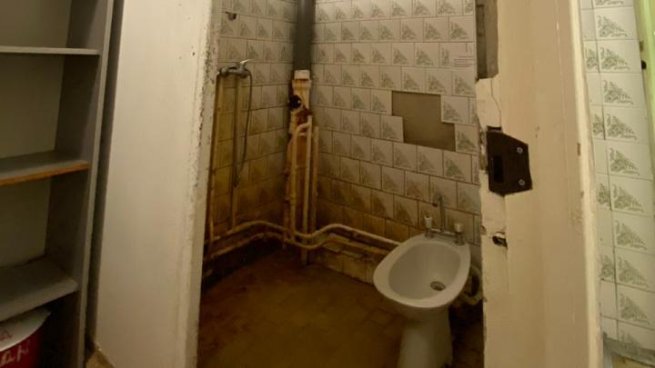 «Ржавый душ, выпадающие окна»: екатеринбурженка — об ужасах при лечении COVID-19 в больнице