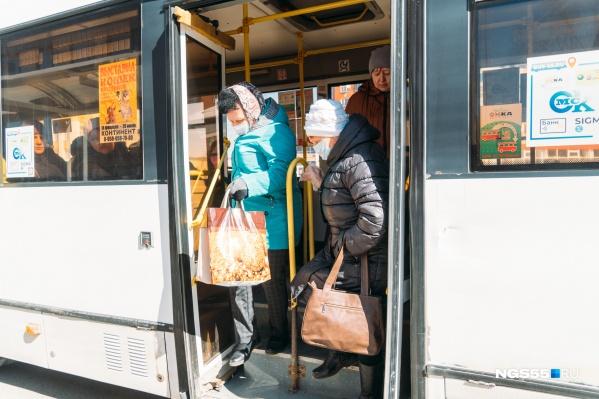 В автобусах пассажиры должны носить маски и соблюдать социальную дистанцию