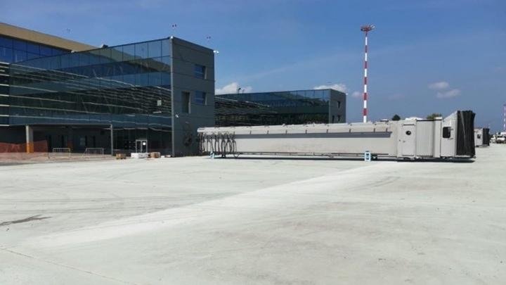 В аэропорту Перми начали монтаж рукавов-телетрапов