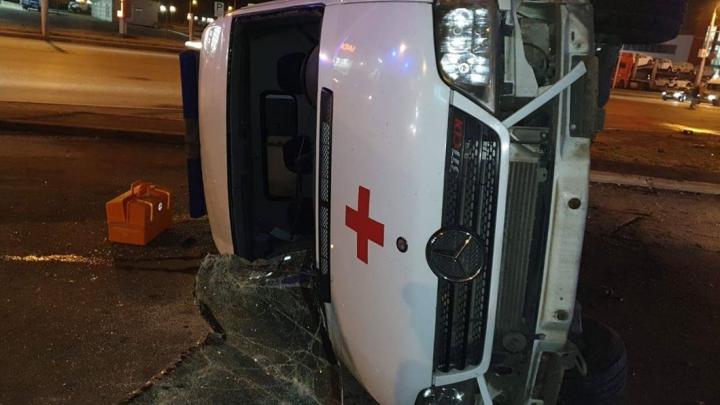В Уфе AudiQ7 на скорости влетела в машину скорой помощи, есть пострадавший