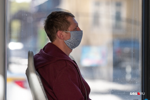 Ростовчане обязаны носить маски в общественных местах, но не все еще к этому привыкли