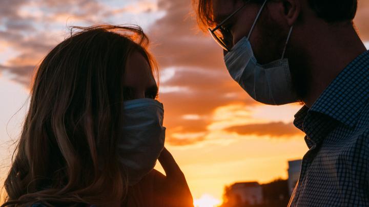 Любовь в масках и перчатках: как проходят свидания в коронавирусные времена