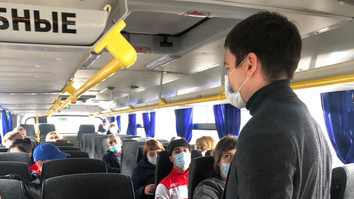 «На первый раз предупреждаем»: в Ярославле перестанут пускать в автобусы нарушителей масочного режима