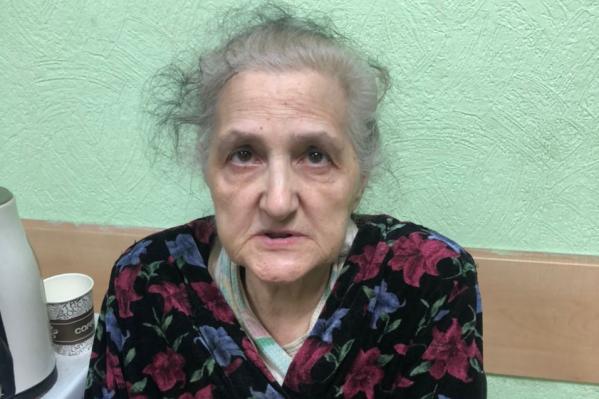 Бабушка не может назвать себя