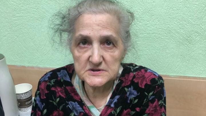 На Урванцева нашли бабушку с потерей памяти и теперь ищут ее родных