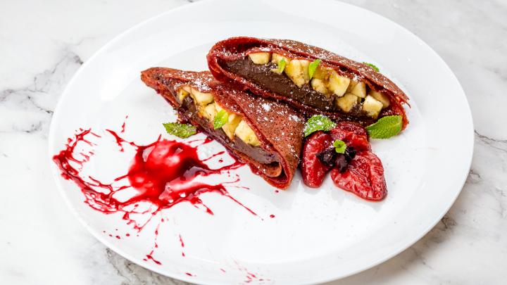 С грушей, шоколадом или грибным жюльеном: горожане выиграют 16 порций блинов с начинкой