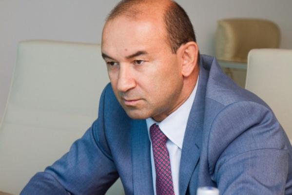У самого Ванеева пытаютсяотсудить 74 миллиона рублей