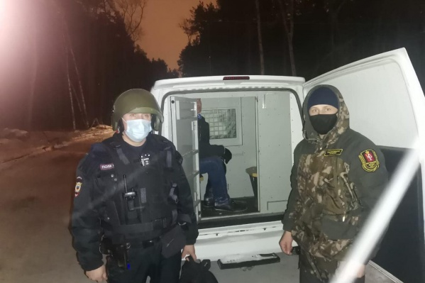 """Полиция доставила мужчину в отдел <nobr class=""""_"""">№ 2</nobr>"""