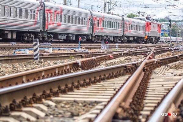 Железнодорожники проводили работы на путях, когда их сбил поезд
