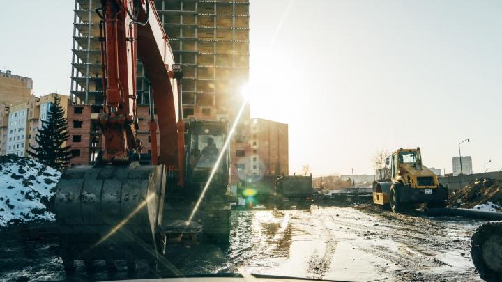 Самое грязное место Омска: как выглядит строящаяся «кишка» на левом берегу