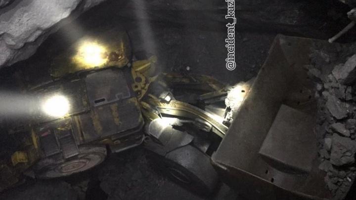На кузбасской шахте перевернулась спецтехника. Врачи борются за жизнь машиниста